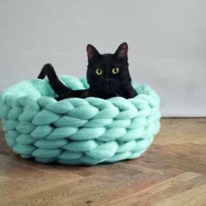 вязаная корзина для кошки